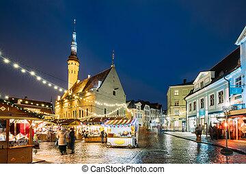 tallinn, estonia., natal, mercado, ligado, corredor cidade, square., árvore natal