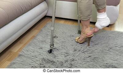 talon, blessé, béquilles, femme, jambe, handicapé, élevé