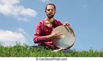 tambourin, homme, jouer, jeune