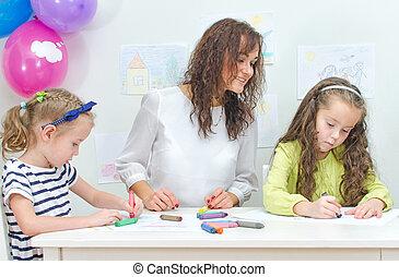 tanár, noha, 2 lány, alatt, kindergarten.