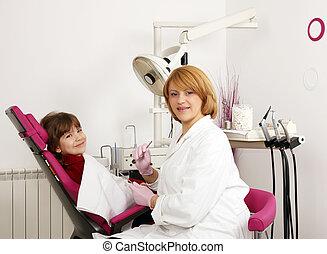 tandarts, en, klein meisje, in, tandarts werkkring