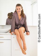 tandenborstel, badkamer, vrouw, jonge, het glimlachen