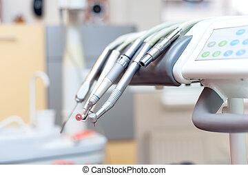 tandkundig gereedschap, op, tandartsstoel, met, medische apparatuur