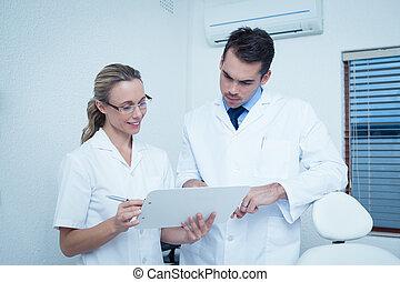 tandläkare, diskutera, meddelar