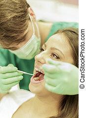 tandläkare, kvinna, ung
