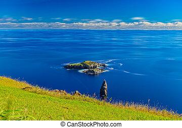 Tangata matu islets ultra long exposure in Rapa Nui - Silk...