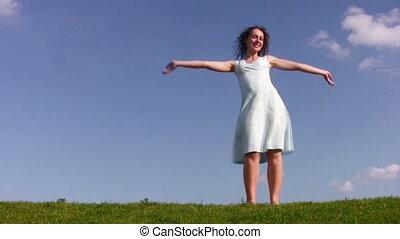 taniec, dziewczyna, na, łąka