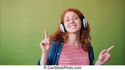 taniec, słuchawki, muzyka, nastolatek, słuchający, portret, podniecony, lodowaty