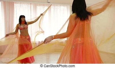 taniec, spełnienie, brzuch