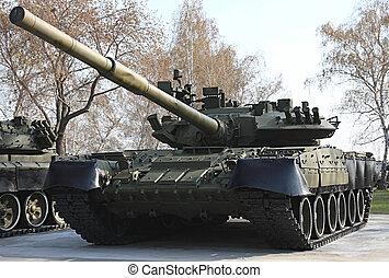 Tank T-80.