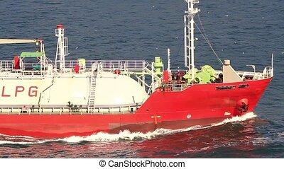 Tanker ship designed for liquefied
