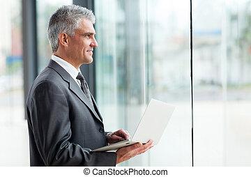 tankfull, mitt åldraades, affärsman, med, laptop