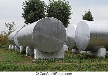 tanks réservoirs, engrais, argent