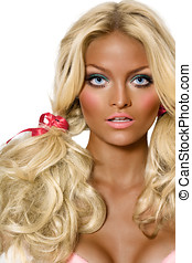 Tanned Dolly - Model looking like a tanned doll.