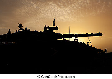 tanque, silueta, em, pôr do sol