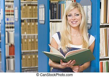 tanulás, egyetem hallgató, könyvtár