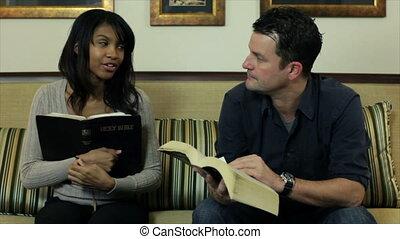 tanul, biblia, lábas