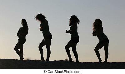 tanz, in, der, sonnenuntergang