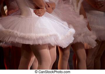 tanzende mädchen, bühne
