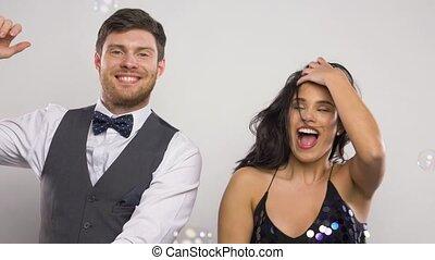 tanzpaar, party, blasen, seife, glücklich