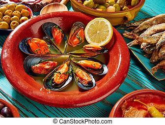Tapas mejillones al vapor steamed mussels