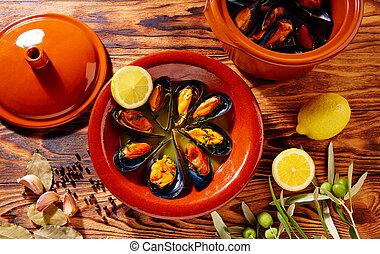 Tapas mejillones al vapor steamed mussels Spain