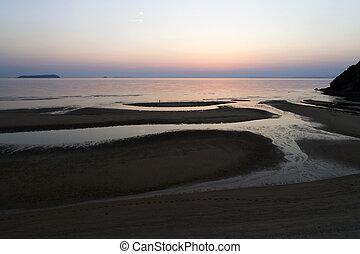 tarde, cielo, reflejado, agua, calma, mar