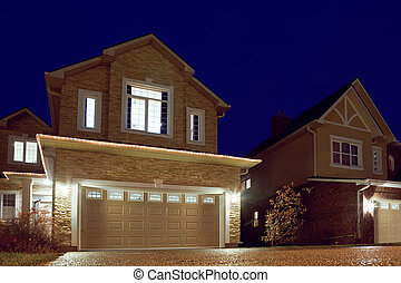 tarde, windows, luz, brillado, cottages., calle, garlands., ...