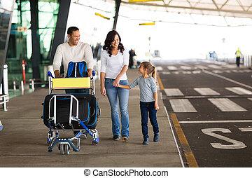 targonca, tele, család, poggyász, fiatal, repülőtér