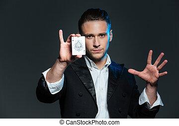 tarjeta, as, actuación, mago, hombre, confiado, joven