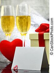 tarjeta, con, dos, copas de champán, caja obsequio, y, corazón