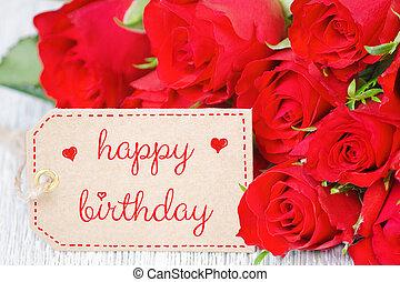 tarjeta de cumpleaños, rosas rojas, y, un, etiqueta, con, texto, feliz cumpleaños