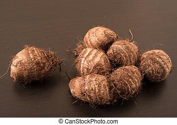 taro, plano de fondo, negro, montón, (colocasia), fresco, raíces