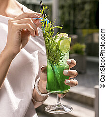 Tarragon sparkling water with lime and lemon slices