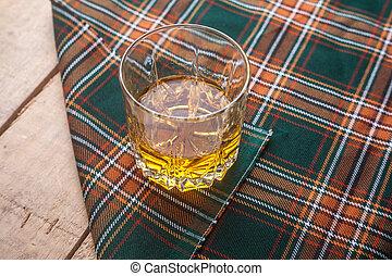 tartán, whisky escocés