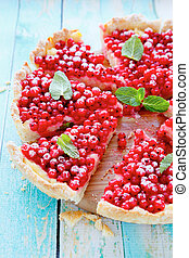 tart with red currants, food closeup