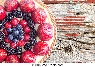 tarta, con, fresco, bayas, en, rústico, tabla de madera