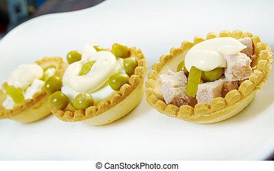 tartlet, con, insalata, su, uno, piastra bianca