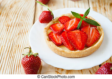 tartlet with fresh berries, food close up