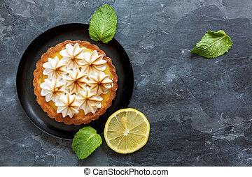 Tartlet with lemon custard and an Italian meringue. -...