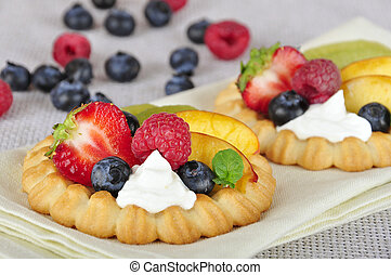 tarts with berries - Cottage cheese cream tarts with a ...