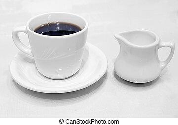 tasse à café, écrémeuse, soucoupe