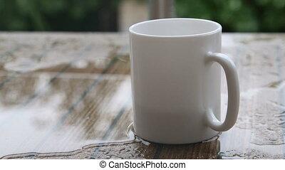 tasse à café, eau pluie, table, blanc, vide