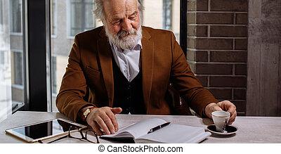 tasse à café, photo, haut, tondu, fin, homme affaires, personne agee, boire