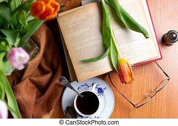 tasse, bois, vendange, tulipe, livres, thé, table, fleurs