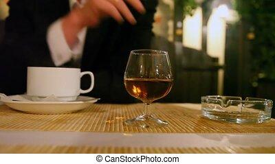 tasse, café, déjeuner, personne, endroit, verre, fumer, cendrier