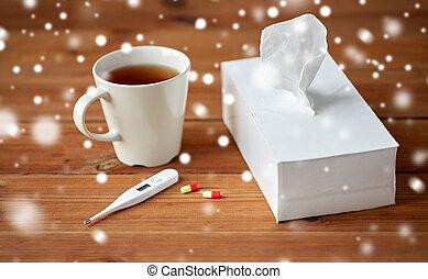 tasse tee, papier, wischt, und, thermometer, mit, pillen