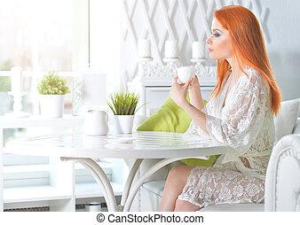 tasse, tenue femme, blanc, jeune, maison, beau