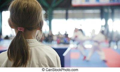 tatami, karaté, -, sports, regarder, adolescent, spectateur, girl, baston, ralenti