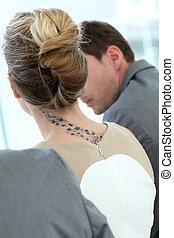 tatouage, femme, dos, vue